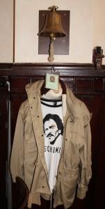 Jacke hängt in Schimis Stammkneipe