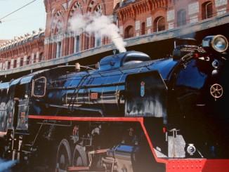 Der Erdbeer-Zug bringt heute Touristen nach Aranjuez.