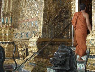 Mönch im Tempel des Königspalast